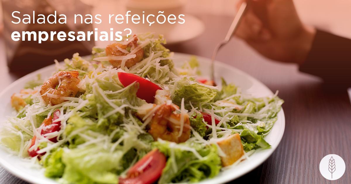 Comer salada nas refeições empresariais: entenda os benefícios
